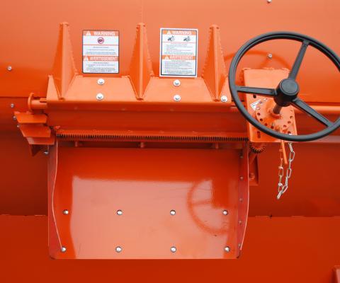 TMR Rotary Mixer: Unloading door