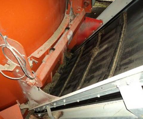 Cleated belt conveyor photo